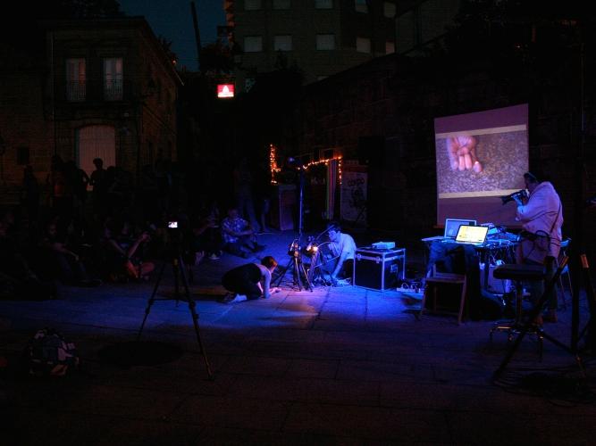 Acción microasterismos de ohn no festival corpo(a)terra. Fotografía de Horacio González