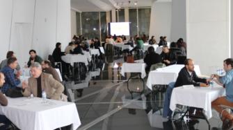 Conecta 04. Mesas de reunións